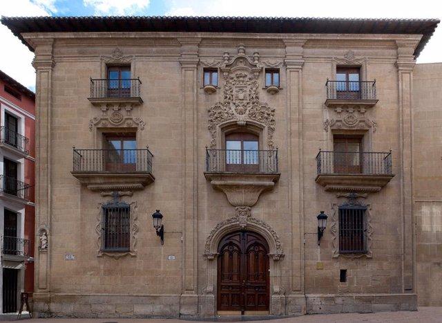 Fachada principal del Museo de La  Rioja