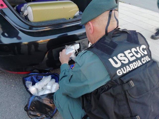 Granada.- Sucesos.- Interceptado un vehículo con siete kilos de hachís en la A-92 a su paso por Hernán Valle