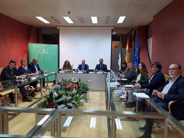 """Padres piden que el pacto educativo andaluz """"fije una inversión mínima del 5% del PIB"""""""