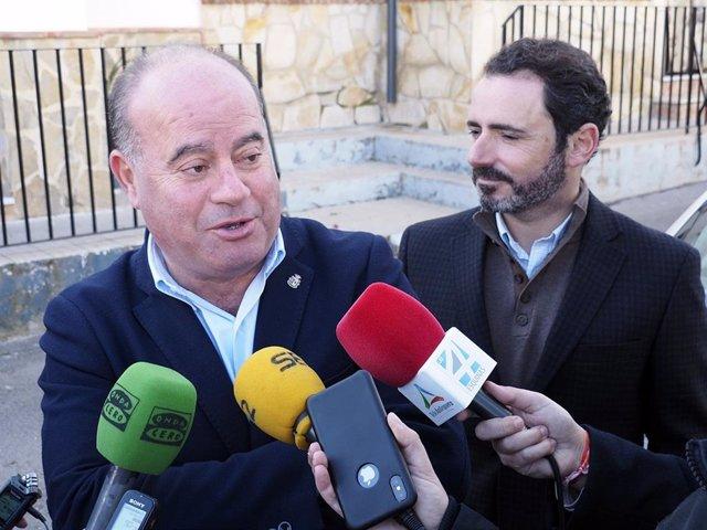 Manuel Barón, alcalde de Antequra atiende a los medios