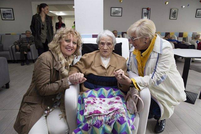 Tezanos destaca la apuesta de la residencia Virgen de Valencia por la autonomía y el envejecimiento activo