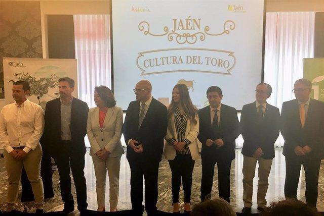 Jaén.-MásJaén.-Turimo.- Peñas taurinas, periodistas y agentes de viajes conocen la oferta en torno a la cultura del toro