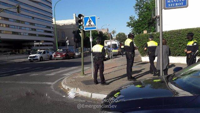 Sevilla.- Sucesos.- Herida una mujer tras ser atropellada por un turismo en la avenida Manuel Siurot de la capital
