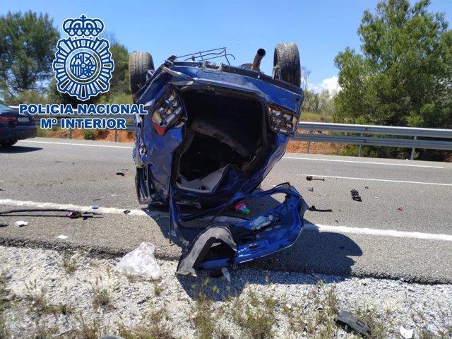 Jaén.- Sucesos.- Tres policías nacionales auxilian y rescatan a un joven tras sufrir un aparatoso accidente de tráfico