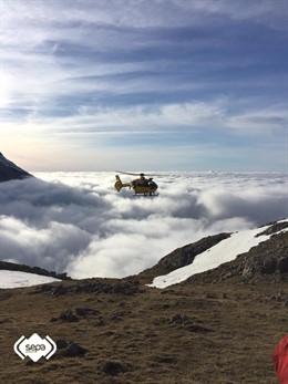 Sucesos.- Bomberos de Asturias localizan en perfecto estado a seis senderistas desorientados por la niebla en Cabrales