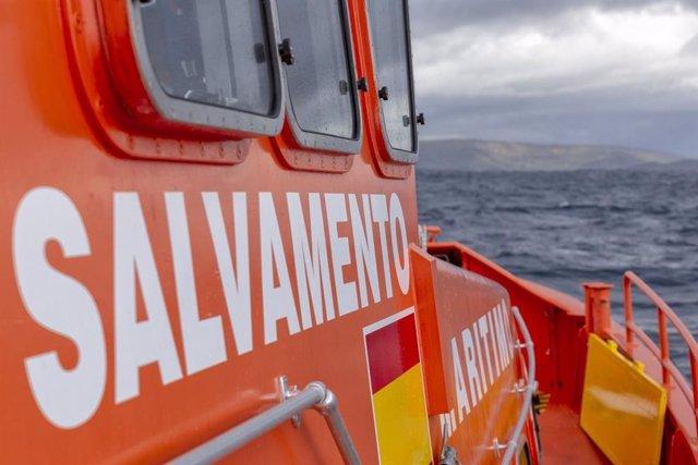 Sucesos.- Muere un tripulante al incendiarse un pesquero a 11 millas de Port de la Selva (Girona)