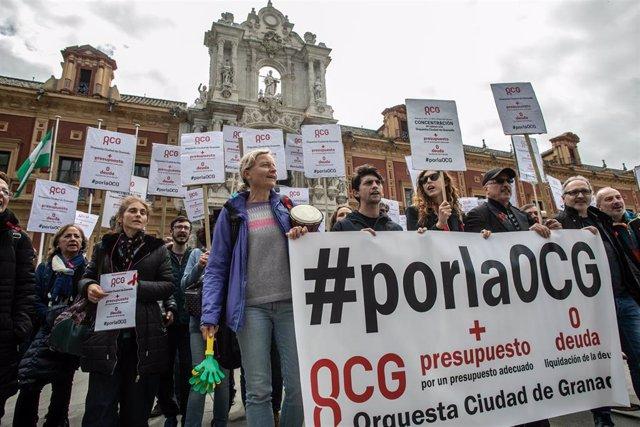 """Granada.- Trabajadores de la OCG se concentran en San Telmo y recalcan a la Junta que """"la cultura se paga"""""""