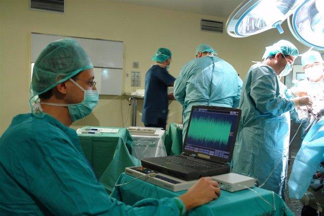 Granada.- El Hospital Virgen de las Nieves minimiza los síntomas del Parkinson a 400 pacientes con una cirugía