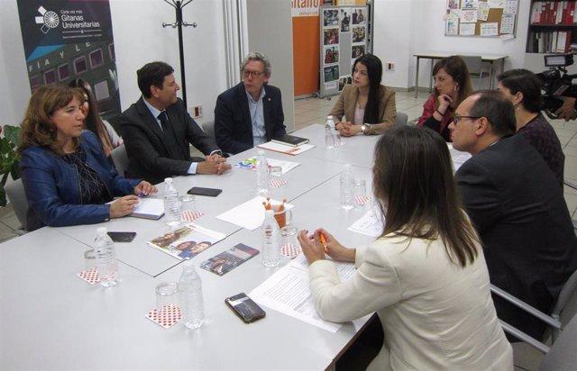 """La Junta y FSG impulsan las becas Luis Sáez para universitarias de etnia gitana para lograr un """"efecto multiplicador"""""""