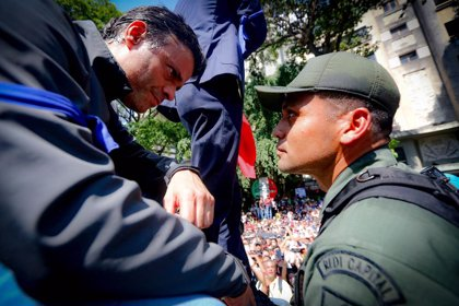 La UE pide respeto a la inmunidad diplomática de la Embajada de España tras acoger a Leopoldo López