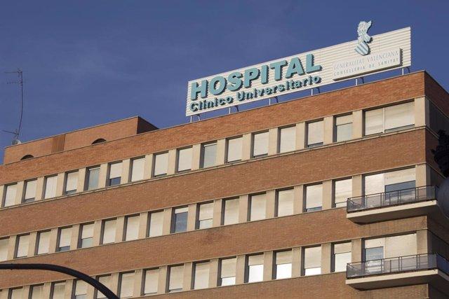 Personal de Reumatología del Clínico denuncia que hay dos especialistas para 340.000 habitantes y pide más facultativos