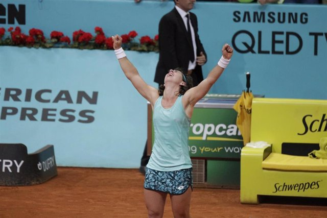 Carla Suárez celebrando la victoria del partido en el Mutua Madrid Open