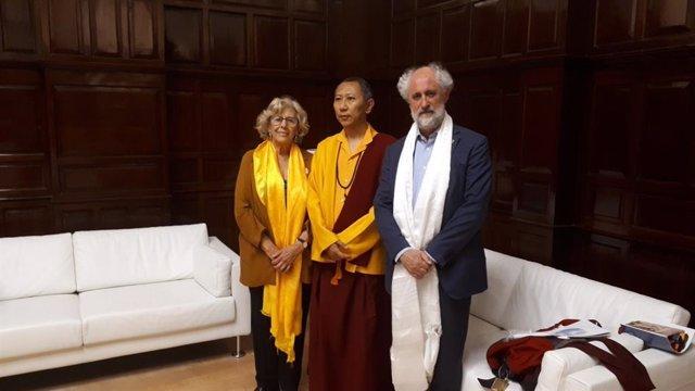Carmena recibe a Shyalpa Tenzin Rinpoche, impulsor del mayor santuario por la paz del mundo