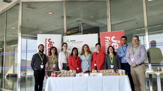 El Aeropuerto de Ibiza y la aerolínea Jet2.Com celebran el X aniversario de sus rutas con Newcastle y Edimburgo