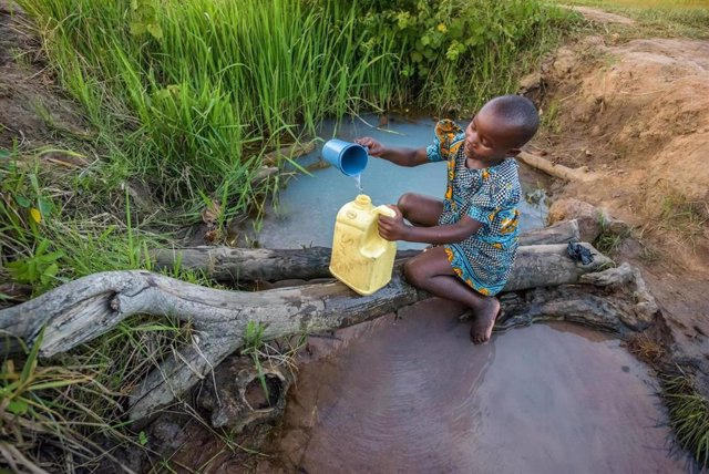 El programa 'Agua limpia para los niños' de P&G alcanza los 15.000 millones de litros de agua potable