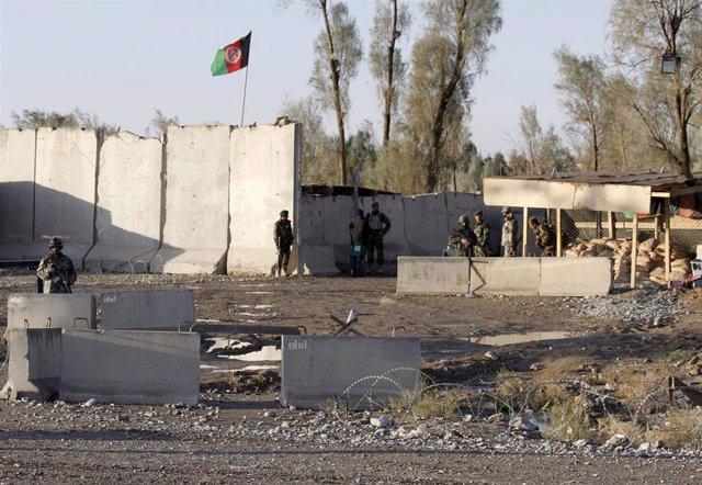 Fuerzas afganas a las puertas del aeropuerto de Kandahar