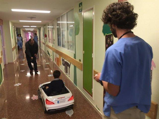 Los niños del Hospital Vega Baja de Orihuela se desplazarán por el centro al volante de un coche descapotable