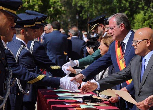 León nombra hijos adoptivos a 258 alumnos y 14 profesores de la XXIX promoción de la Academia Básica del Aire