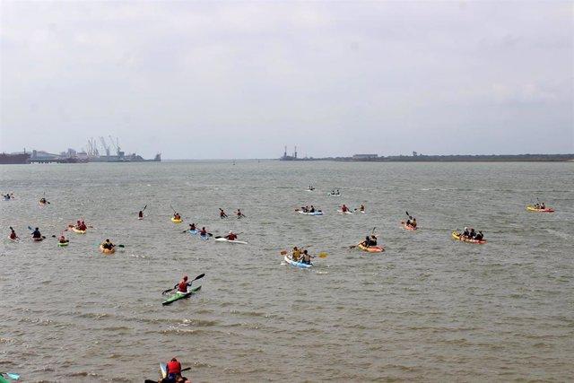 Huelva.-El río Tinto acoge travesía en kayak 'América a la estela de Colón' en el 25 aniversario del Muelle de Carabelas