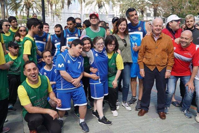 Armengol asiste al torneo amistoso de baloncesto 'Campeones' en Ibiza