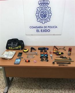 Almería.- Sucesos.- Detenido 'in fraganti' un varón mientras forzaba la cerradura de una vivienda en El Ejido