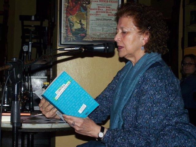 Aurora Saura acerca su antología 'Avivar el fuego' este lunes al Café El Sur