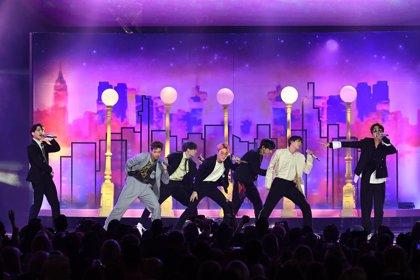 BTS inician su gira mundial en el Rose Bowl ante miles de fans