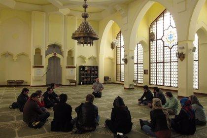 El Gobierno marroquí envía 422 imanes y predicadoras a Europa por el Ramadán