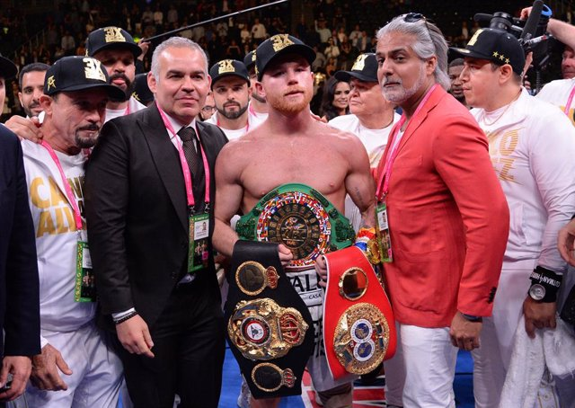 Boxeo.- 'Canelo' Álvarez vence por puntos a Daniel Jacobs y unifica los títulos de peso medio