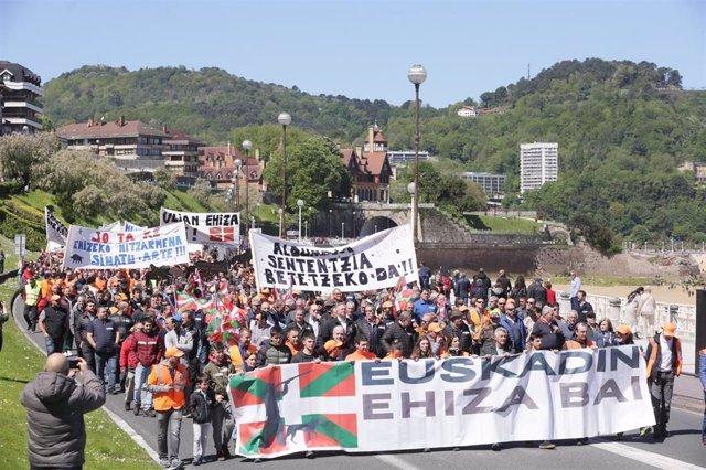 Más de 15.000 personas se manifiestan en San Sebastián para pedir respeto por la caza