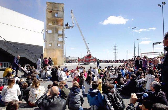 Santander.- Los bomberos abren las puertas de su parque para mostrar a los ciudadanos su labor