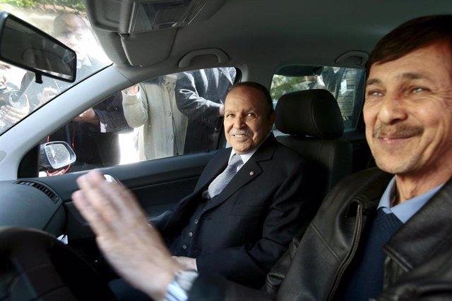 Argelia.- El hermano de Buteflika y dos de sus generales quedan bajo custodia militar
