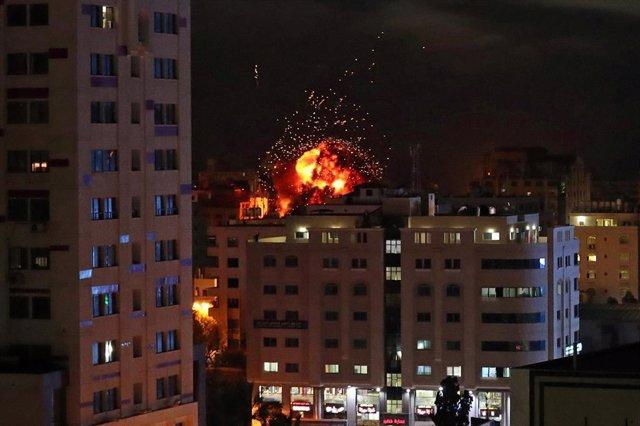 O.Próximo.- Egipto negocia con Hamás e Israel una tregua para Gaza que entraría en vigor a medianoche