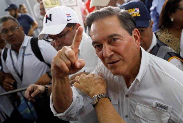 """Cortizo llama a """"una fiesta electoral respetuosa"""" tras depositar su voto en las generales panameñas"""