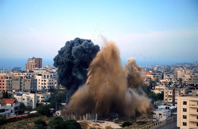 Israel strikes back against Gaza missile attacks