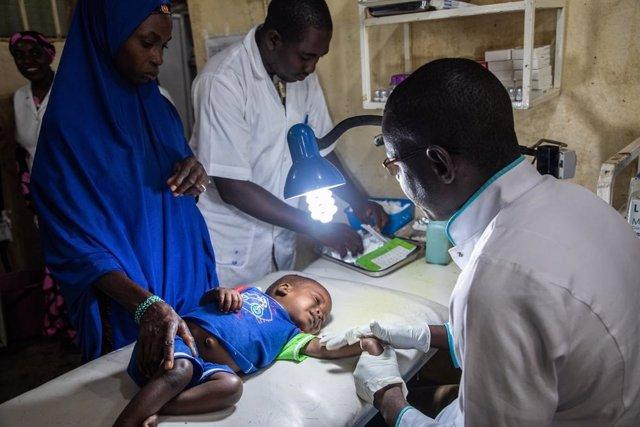 Un niño en un hospital de Níger