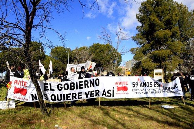 Manifiesto de afectados por la talidomida en La Moncloa