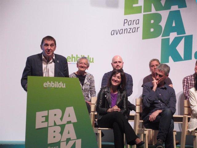 """28A.- Otegi dice que EH Bildu esperará a ver """"qué quiere hacer"""" Pedro Sánchez antes de decidir su voto en la investidura"""