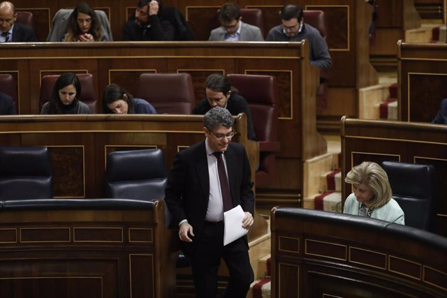 Álvaro Nadal y Fátima Báñez en la sesión de control al Gobierno en el Congreso