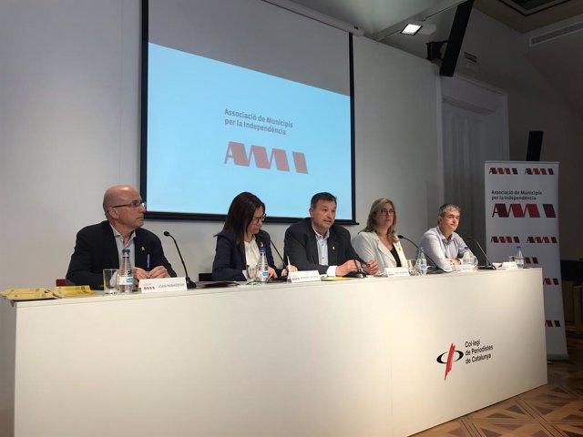 """26M.- L'AMI Demanar Als Nous Regidors Que Es Comprometin Amb La """"República Catalana"""""""