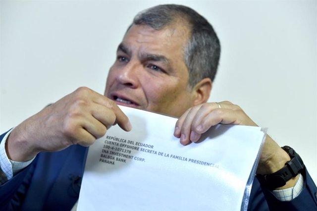 """Facebook bloquea la página oficial de Rafael Correa, quien lo considera un acto más de la """"brutal persecución"""""""