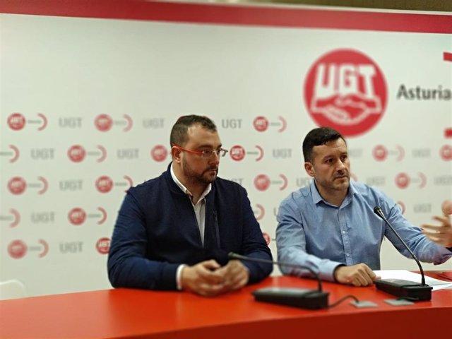 Los secretarios generales de la FSA, Adrián Barbón, y de UGT, Javier Fernández Lanero, en rueda de prensa
