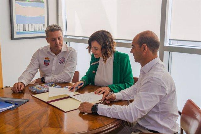 El Gobierno renueva la colaboración con la Federación de Salvamento y Socorrismo para prevenir accidentes