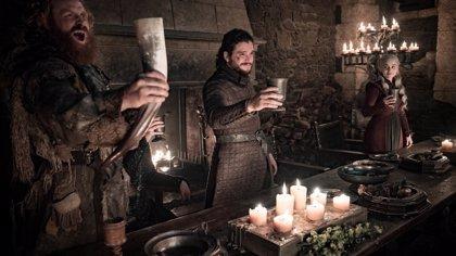 Vergonzoso gazapo en Juego de Tronos: Un vaso de Starbucks se cuela en el banquete de Invernalia