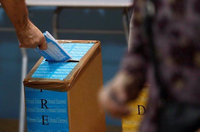 Panamá abre las urnas en unas elecciones generales donde 'Nito' Cortizo parte como favorito a la Presidencia