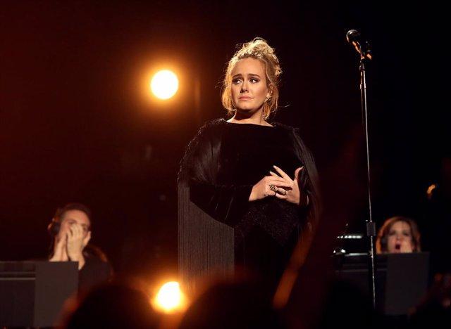 Adele se divorcia tras tres años de matrimonio