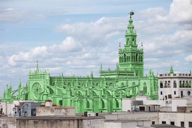 La artista Berta Jayo pinta las catedrales más famosas del mundo