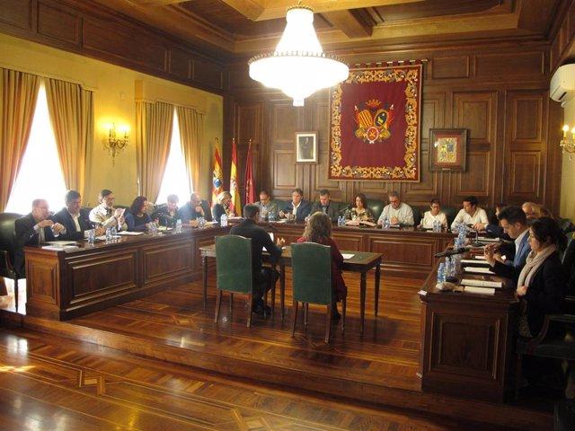 El pleno del Ayuntamiento de Teruel aprueba por unanimidad una  declaración institucional contra la pobreza