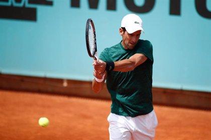 """Djokovic: """"Nadal es el favorito siempre en tierra y más jugando en casa"""""""