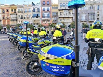 Herido grave en Sevilla un agente al colisionar un turismo y una moto de la Policía Local